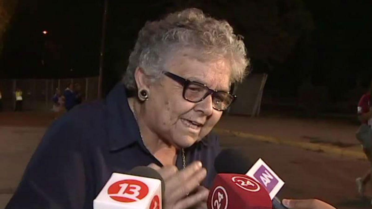 [VIDEO] Hincha con experiencia: Abuelita entrega su análisis sobre el mal momento de la U