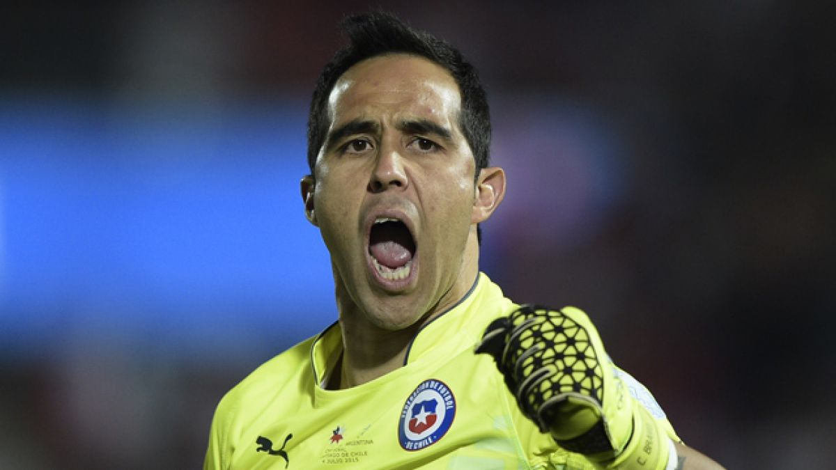 """Claudio Bravo revela que no tendría problemas en jugar por la """"U"""""""