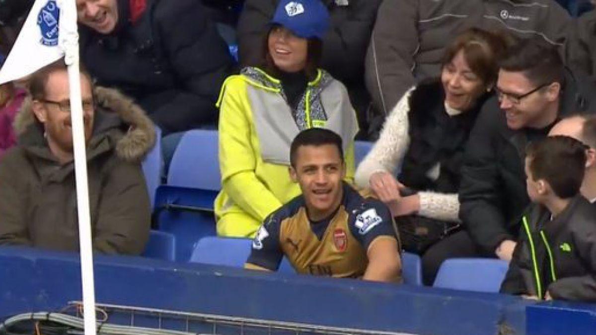 El divertido momento que protagonizó Alexis Sánchez en partido del Arsenal