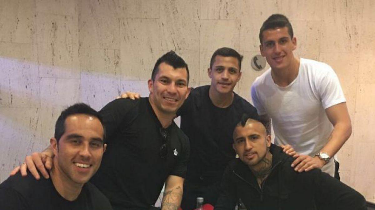 [FOTO] Gary y su pandilla: La imagen de Medel y sus compañeros de La Roja viajando a Chile