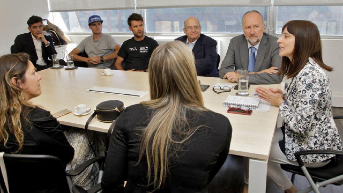 Pilotos nacionales se reúnen con ministra Riffo por Dakar 2017