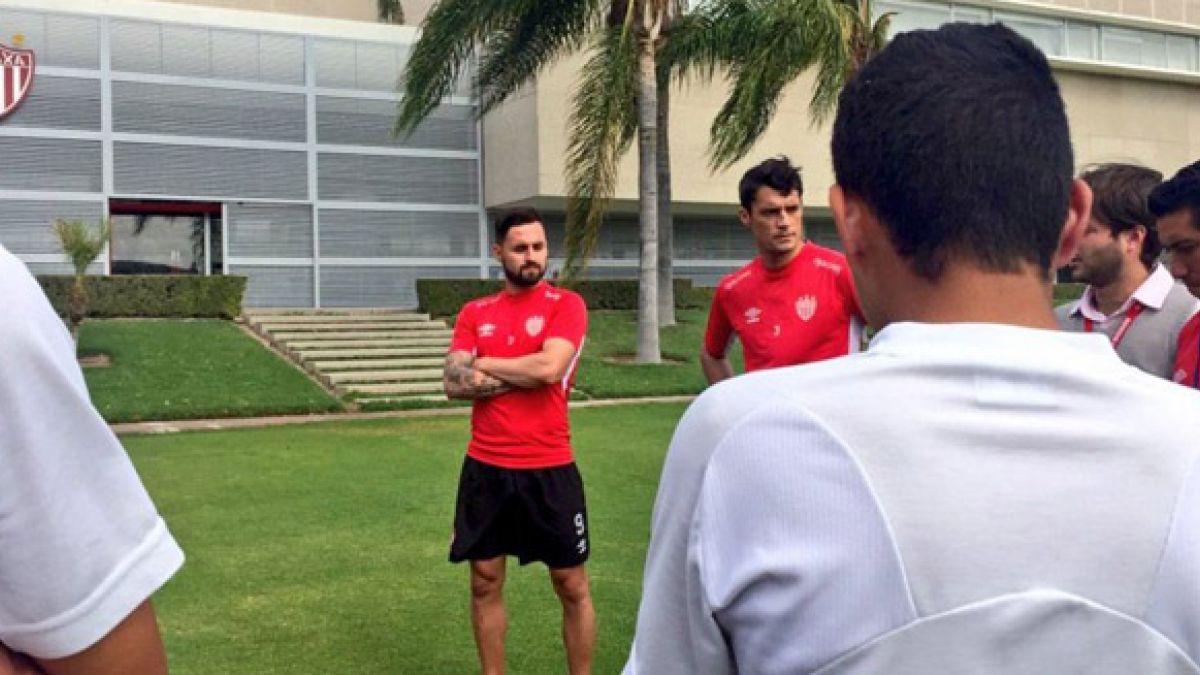 Chilenos Felipe Gallegos y Marcos González aportan al fútbol formativo de Necaxa