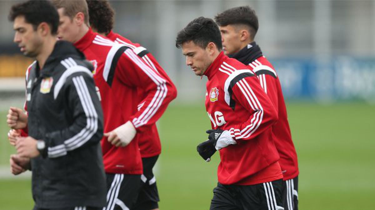 [VIDEO] Bayer Leverkusen destaca el regreso de Charles Aránguiz a los entrenamientos