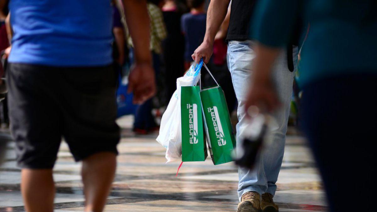 Argentinos en turismo de shopping hacen subir con fuerza ventas del comercio en regiones