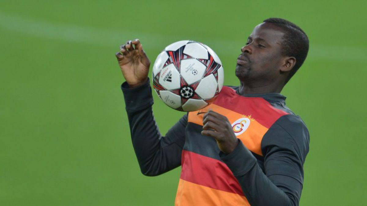 La FIFA suspende por un año a Emmanuel Eboué por no pagar a su agente