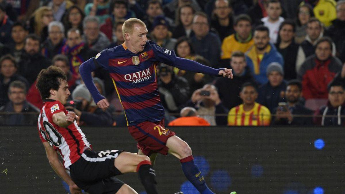 Central del Barcelona es operado de los meniscos y contradice al club en tiempo de recuperación