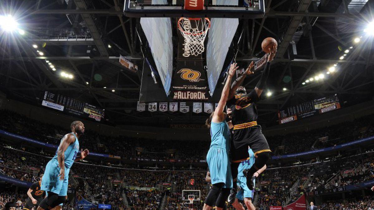 NBA: LeBron sigue encendido y Harden le roba el show a Durant
