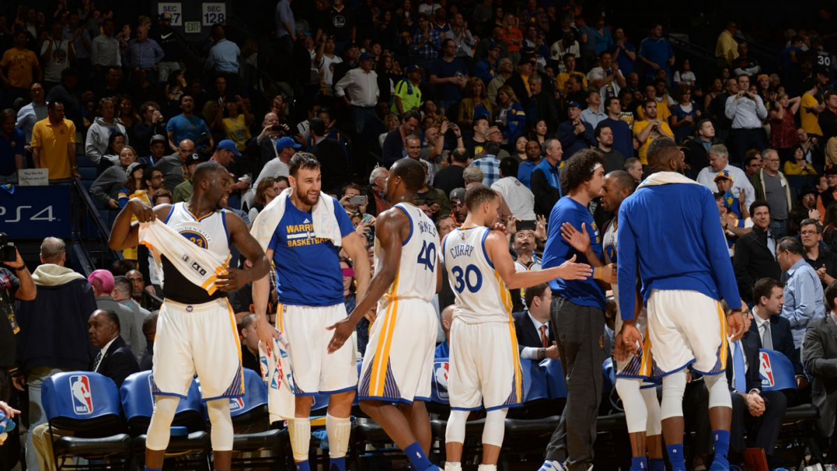 GS Warriors derrota a los Spurs y siguen vivos por el récord en la NBA