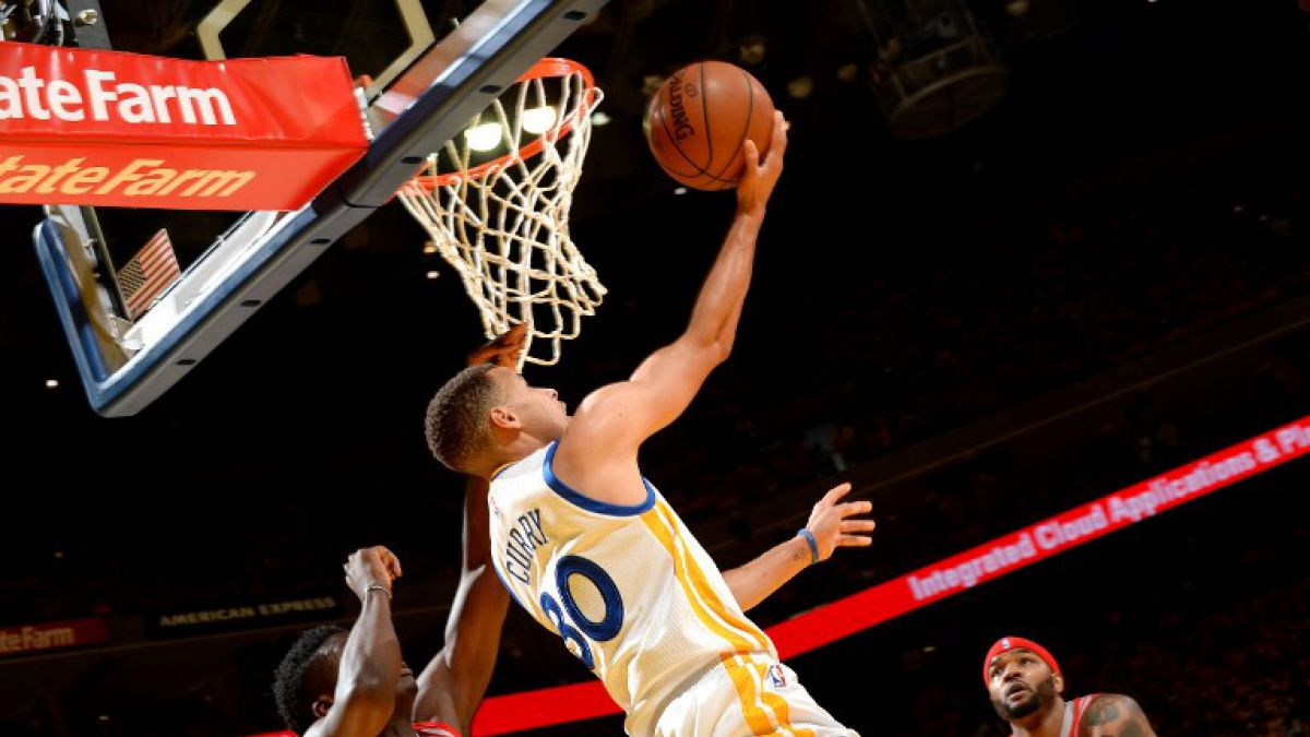 Warriors con Stephen Curry arrancan con un triunfo en los playoffs de la NBA