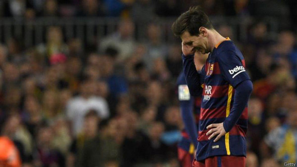 Lionel Messi anotó su gol número 500, pero el equipo perdió ante el Valencia, un conjunto que atraviesa por un bajón abismal.