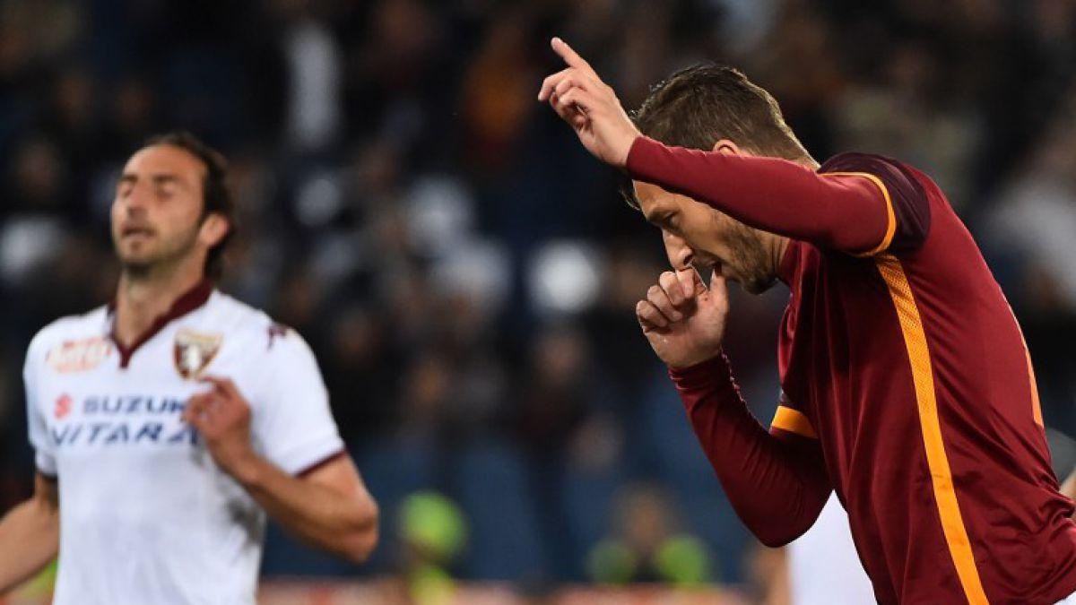 Totti marca un doblete en tres minutos y consigue remontada de la Roma