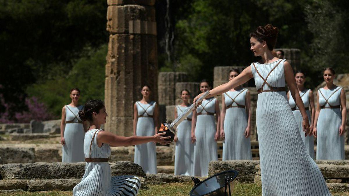 Fuego olímpico fue encendido en Grecia y comenzó su recorrido rumbo a los Juegos de Río