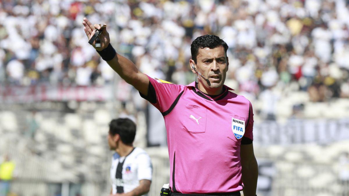 Árbitro chileno es acusado de ofrecer pelea en polémico partido de Copa Libertadores