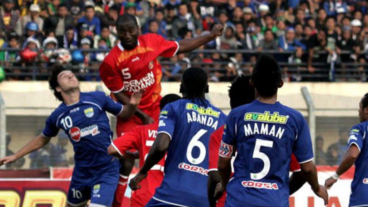 El Semen Padang juega en la primera división del fútbol de Indonesia. Debe su curioso nombre a la empresa cementera que es propietaria del club.