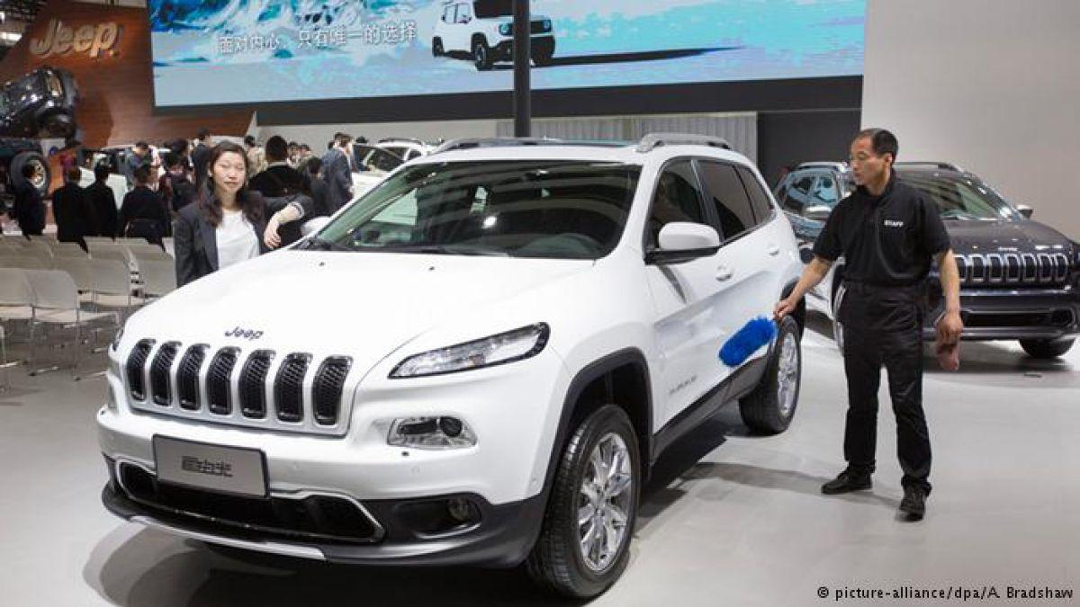 Fiat Chrysler llama a revisión a más de un millón de autos