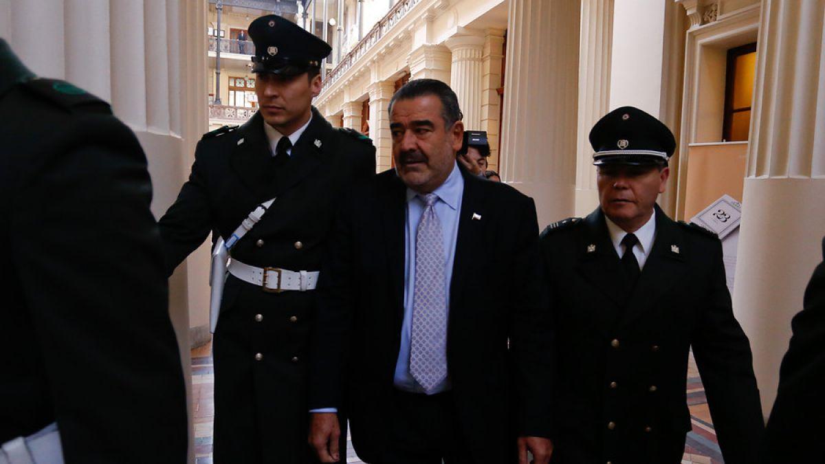 Luksic llegó a tribunales a formalizar querella contra Gaspar Rivas