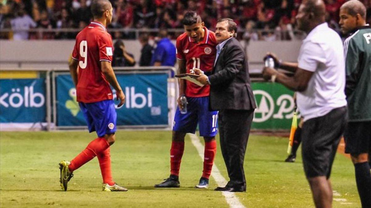Técnico de Costa Rica incluye sorpresas en prenómina para la Copa América Centenario