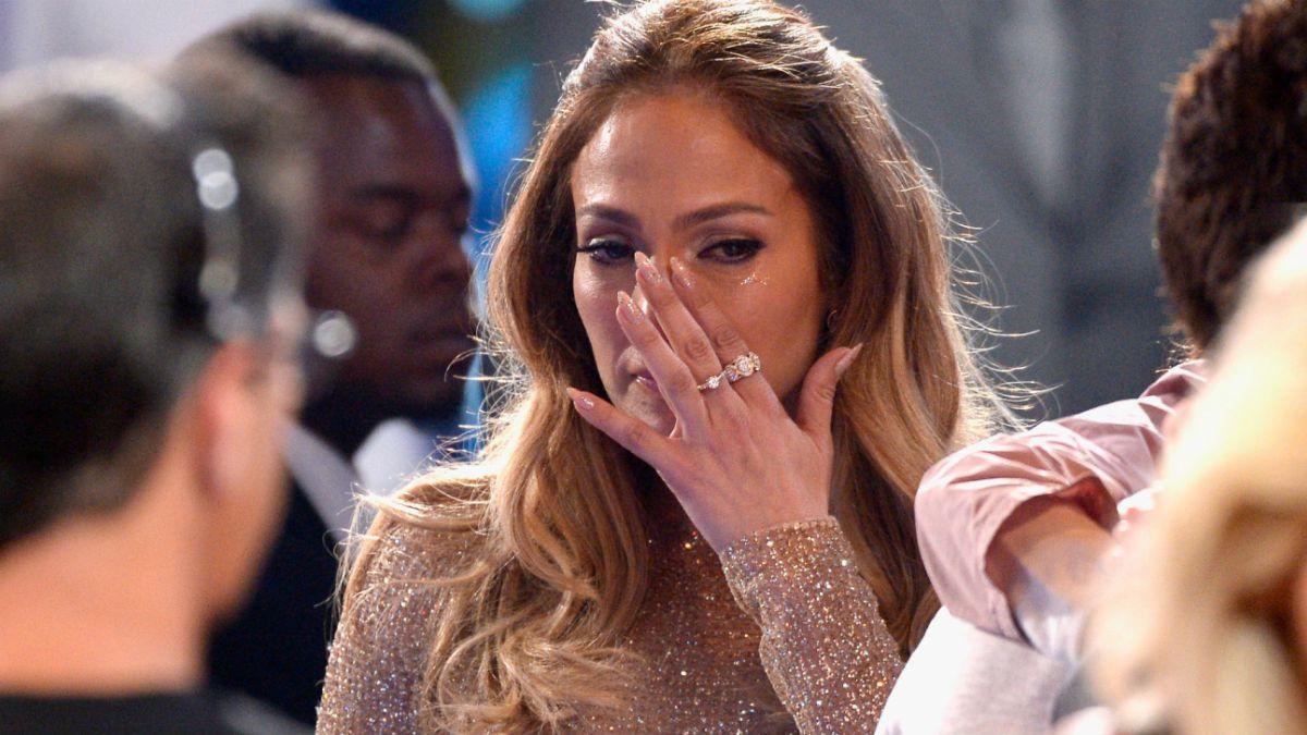 Rihanna Regala Unas Incómodas Botas A Jennifer Lopez Tele 13