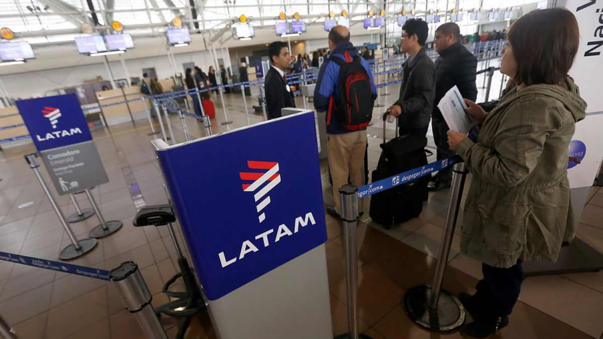 Latam reprograma más de 4 mil vuelos por cambio de hora