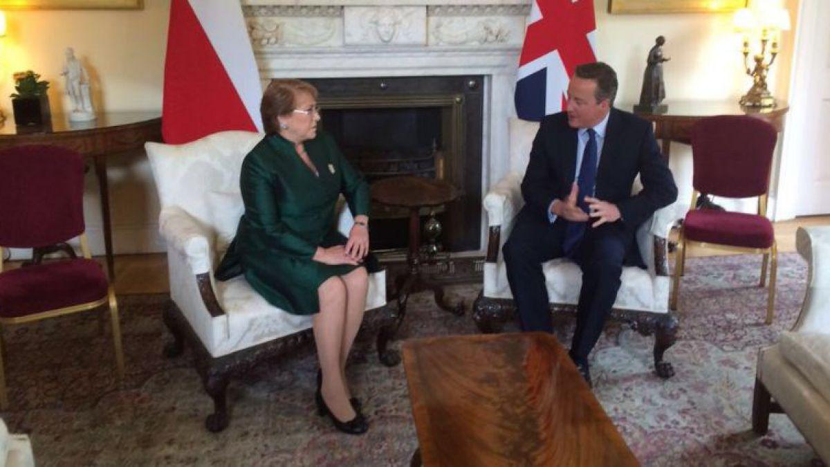 """Bachelet tras reunión con primer ministro británico: """"Es importante seguir potenciando los vínculos"""""""