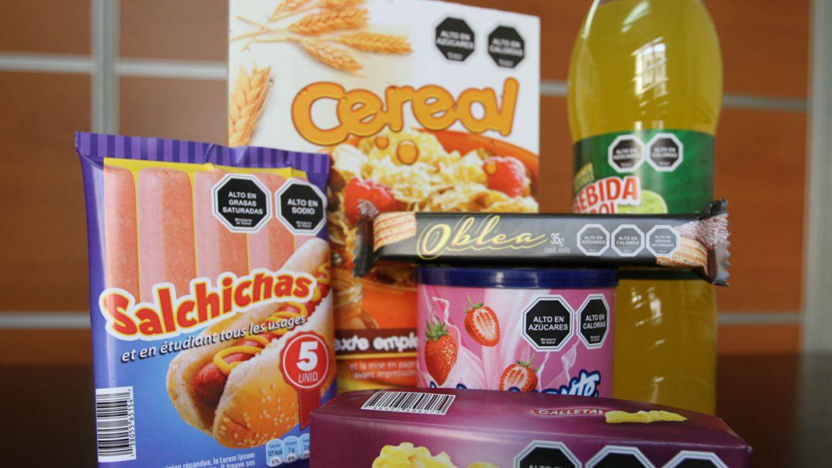 Etiquetado: Expertos dicen en qué fijarse al comprar alimentos | Tele 13