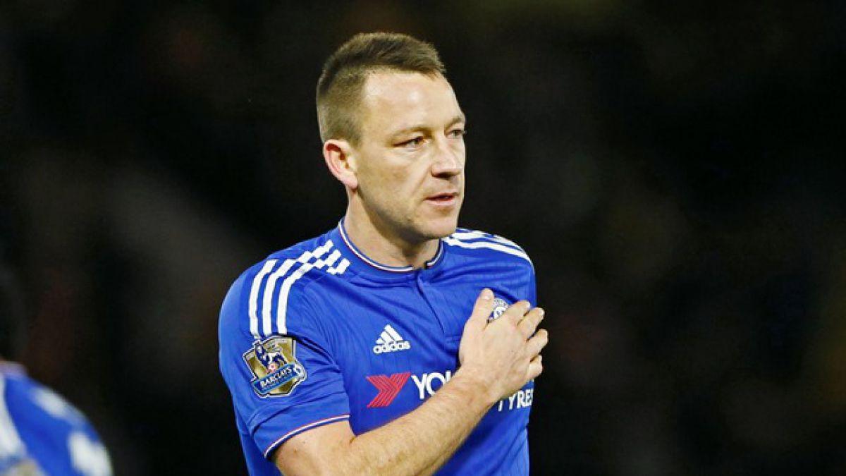 Terry rechazó millonaria oferta de China y se rebajó el sueldo para mantenerse en el Chelsea