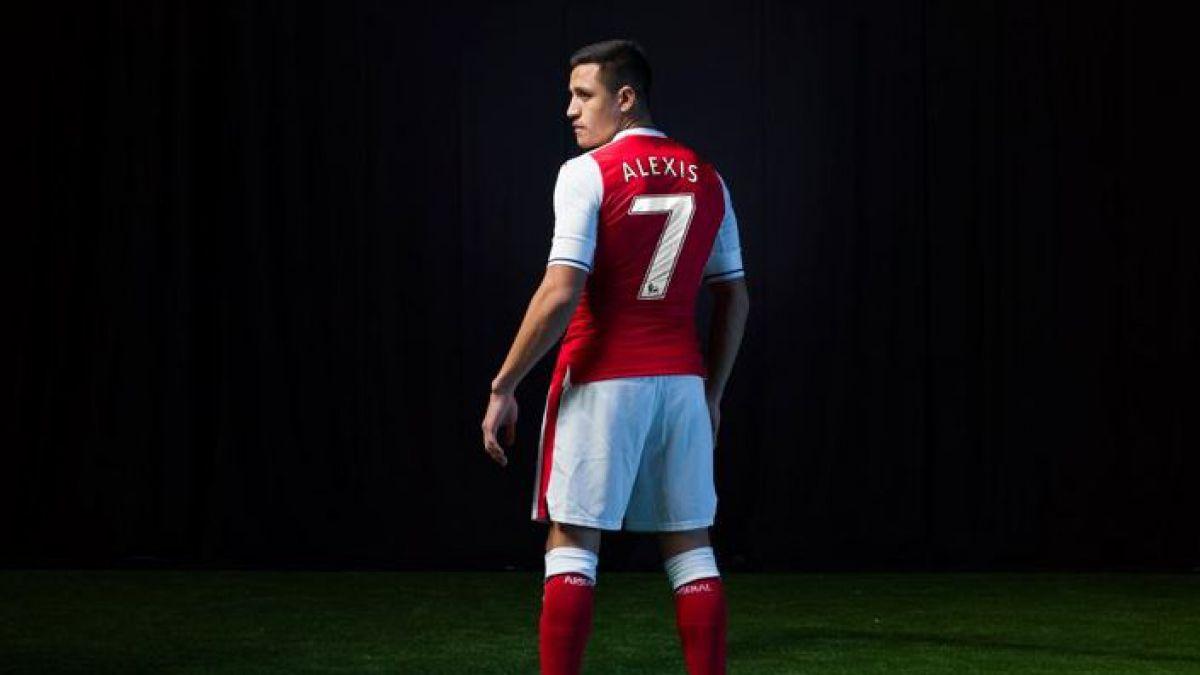 Alexis Sánchez anuncia cambio de número en presentación de nueva camiseta del Arsenal