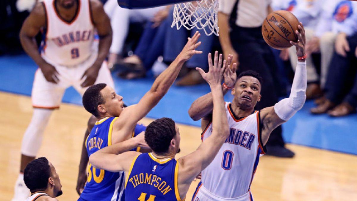 Westbrook y Durant encaminan a OKC al triunfo y ponen a Golden State contra la pared