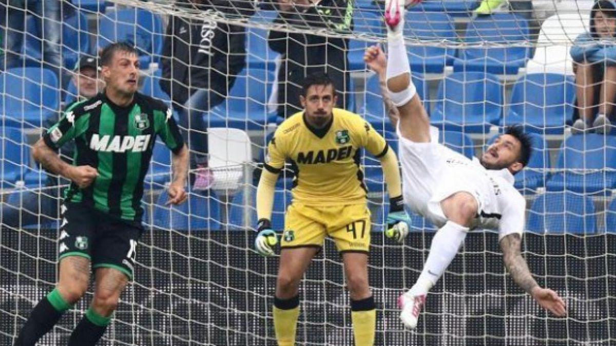 Medio italiano elige gol de chilena de Mauricio Pinilla como el mejor de la temporada