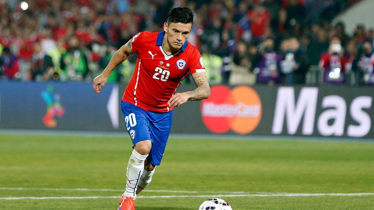 Clubes desean éxito a jugadores de La Roja en su debut frente a Argentina