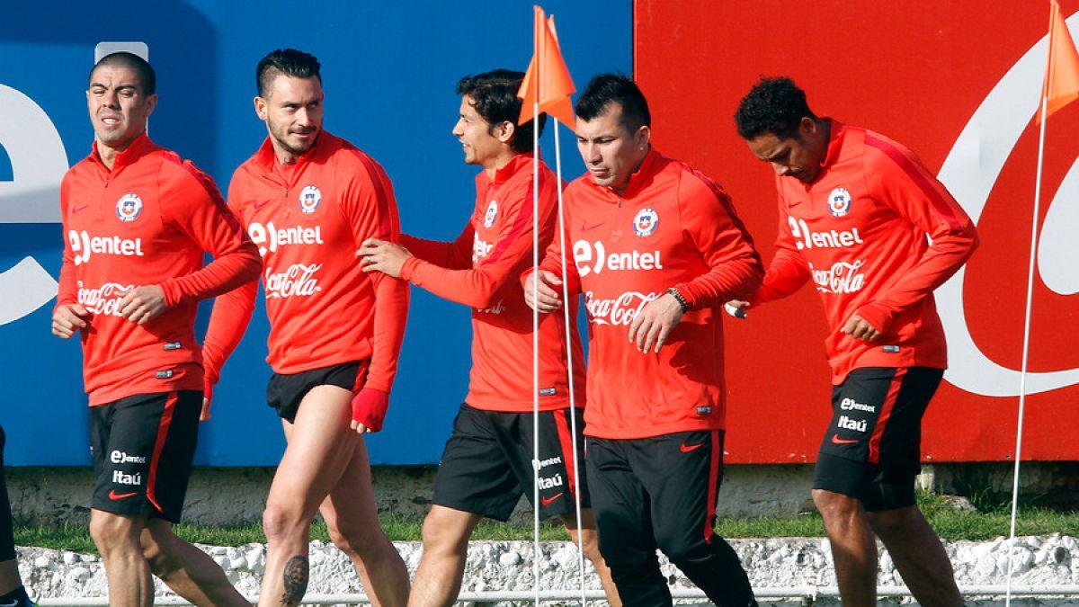 Mauricio Isla se ausenta de entrenamiento de La Roja por problemas físicos