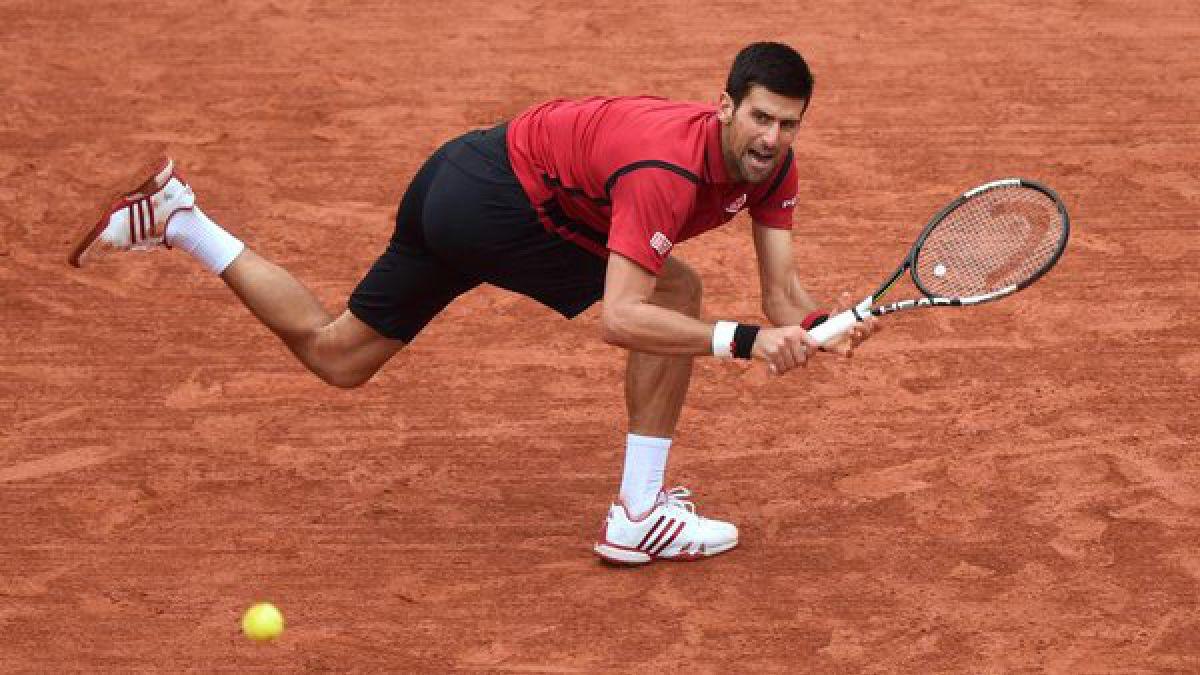 Roland Garros deja atrás la lluvia y el torneo se reanuda con triunfo de Djokovic