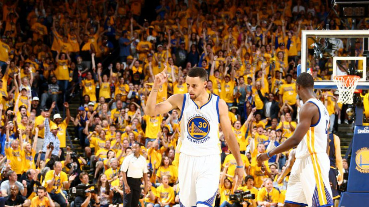 GS Warriors arrollan a Cleveland Cavaliers y extienden ventaja en la final