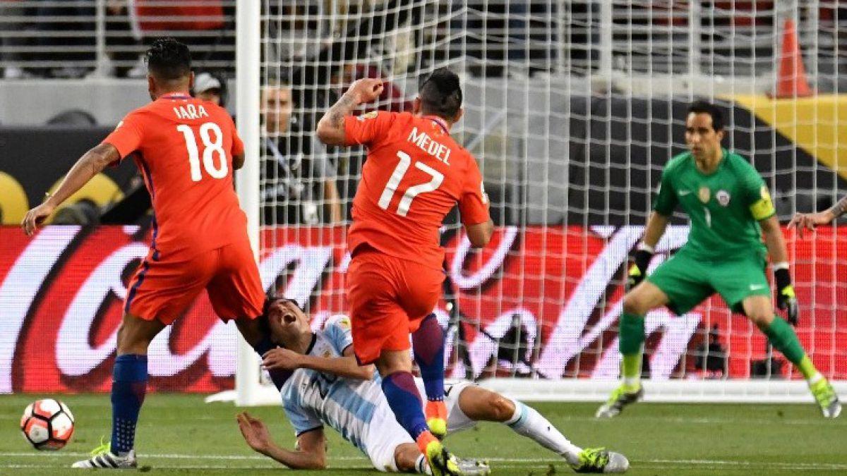 """Claudio Bravo tras la derrota ante Argentina: """"Que la gente siga confiando en nosotros"""""""