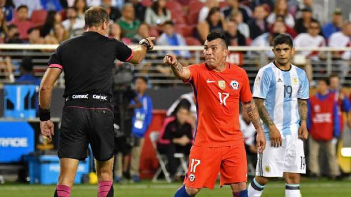 Gary Medel retrocede y decide borrar polémica imagen tras derrota de La Roja