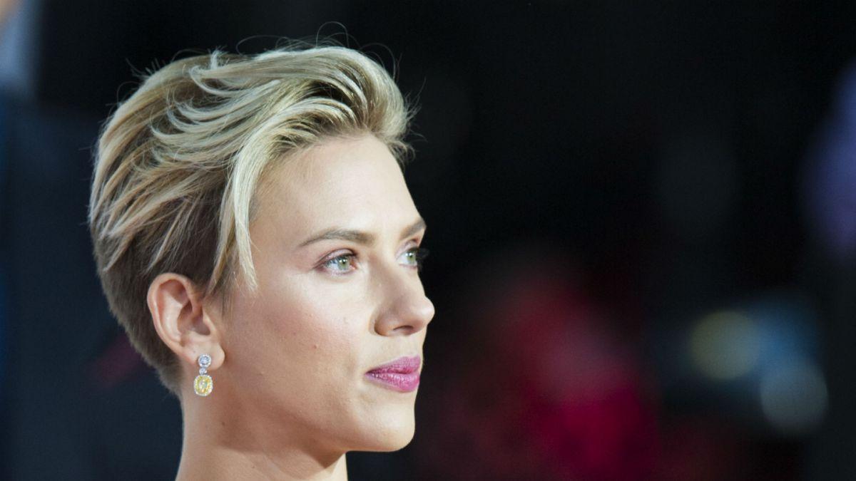 Joven encuentra una vieja foto de su abuela y descubre el impactante parecido con Scarlett Johansson