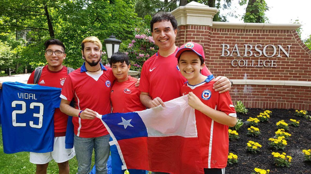 [FOTOS] Jugadores de La Roja compartieron con hinchas chilenos en Boston