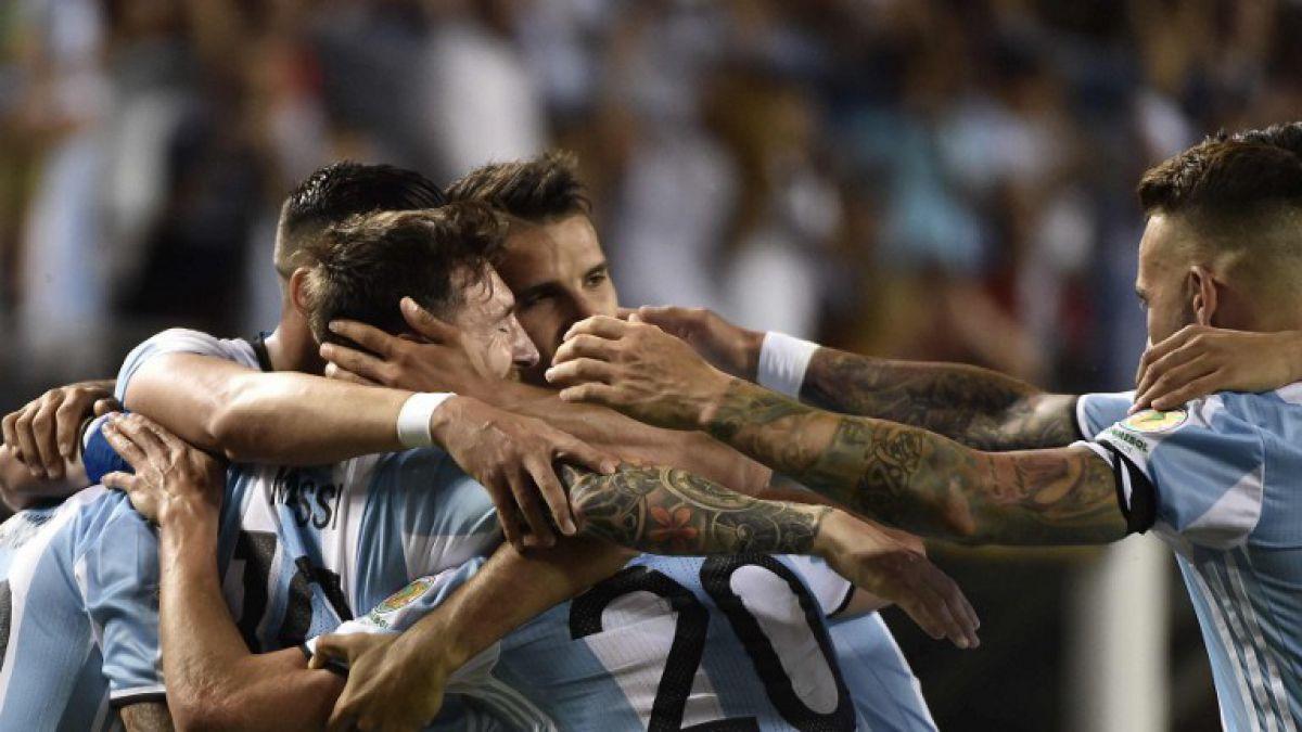 Messi regresa con triplete en triunfo sobre Panamá y mete a Argentina en cuartos