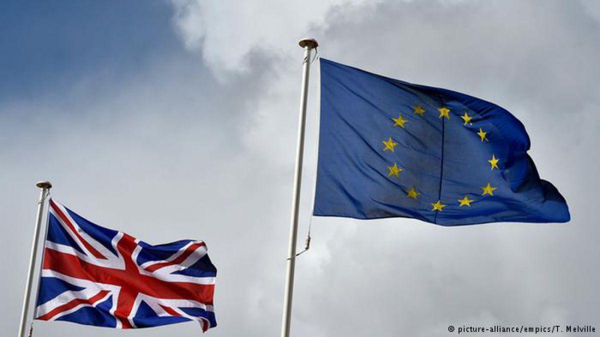 Gobierno británico amenaza con más recortes e impuestos en caso de Brexit