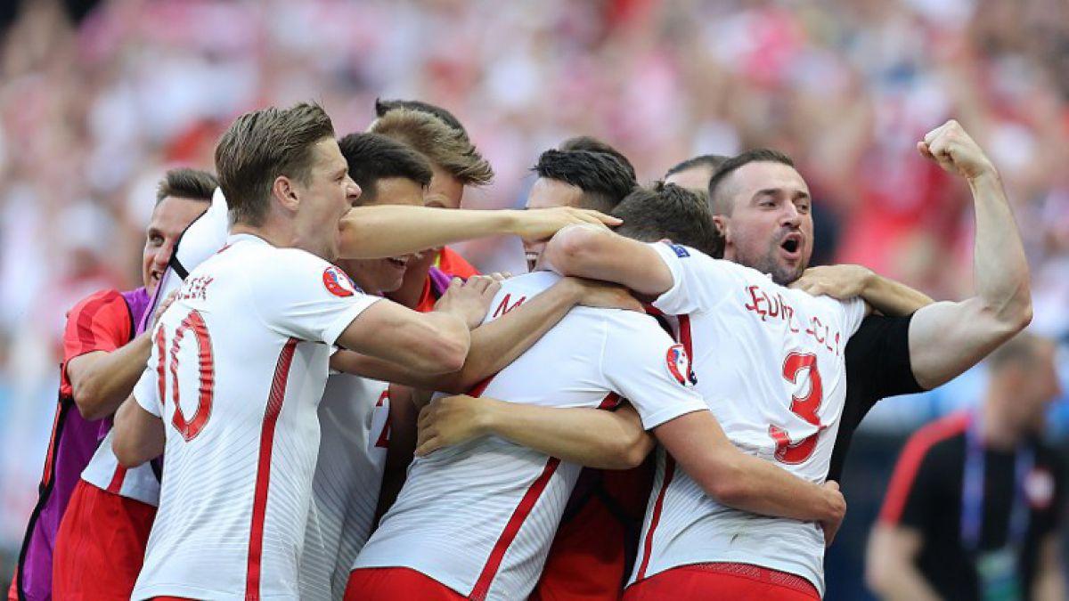 Polonia debuta con ajustado triunfo sobre Irlanda del Norte