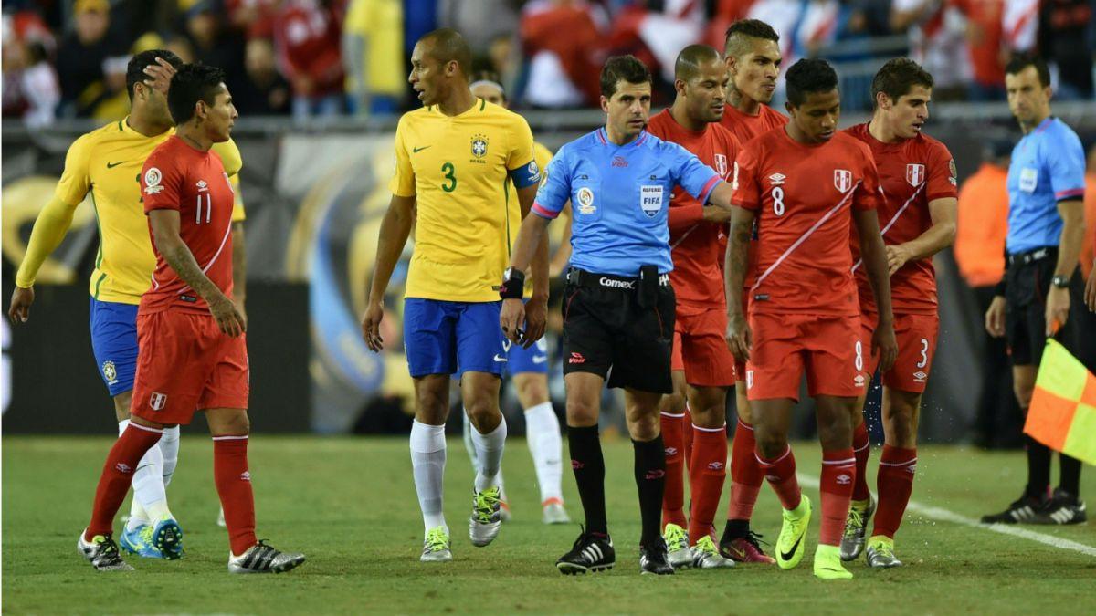 Anulan gol de Perú contra Brasil en Copa Centenario!