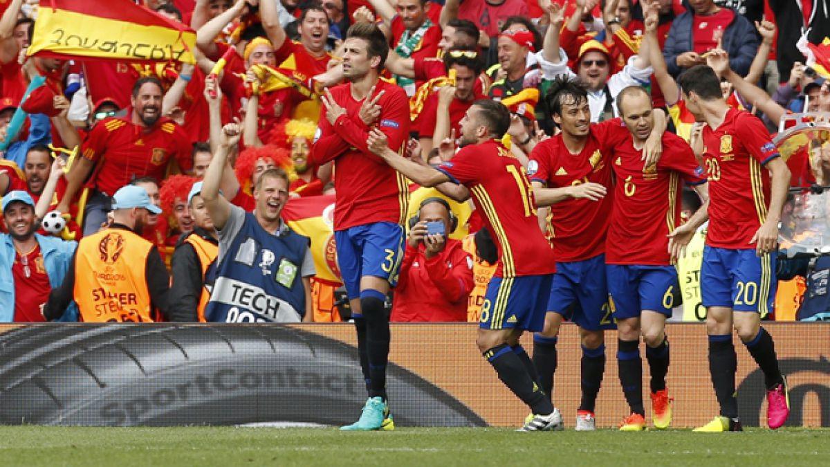 España vence agónicamente a República Checa en su estreno en la Euro 2016