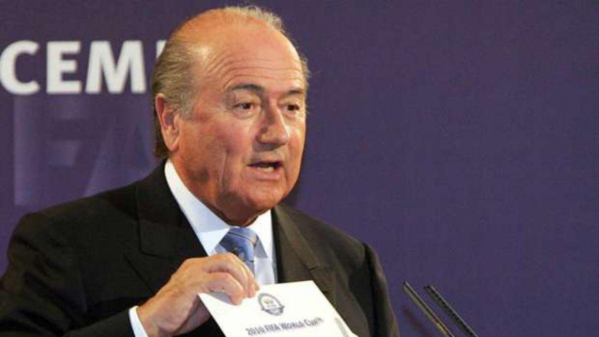 """Blatter y el mito de las bolillas frías o calientes de los sorteos: """"A nivel europeo eso sucedió"""""""