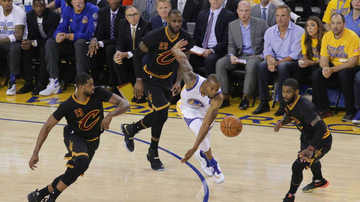 James e Irving dan vida a los Cavaliers en final de NBA ante Warriors