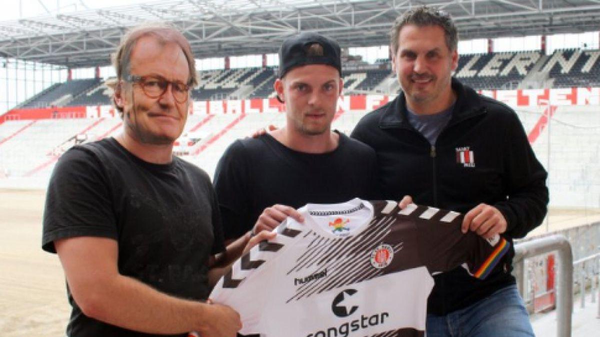 Club alemán toma insólita decisión y reemplaza a su DT por una máscara que es furor en redes