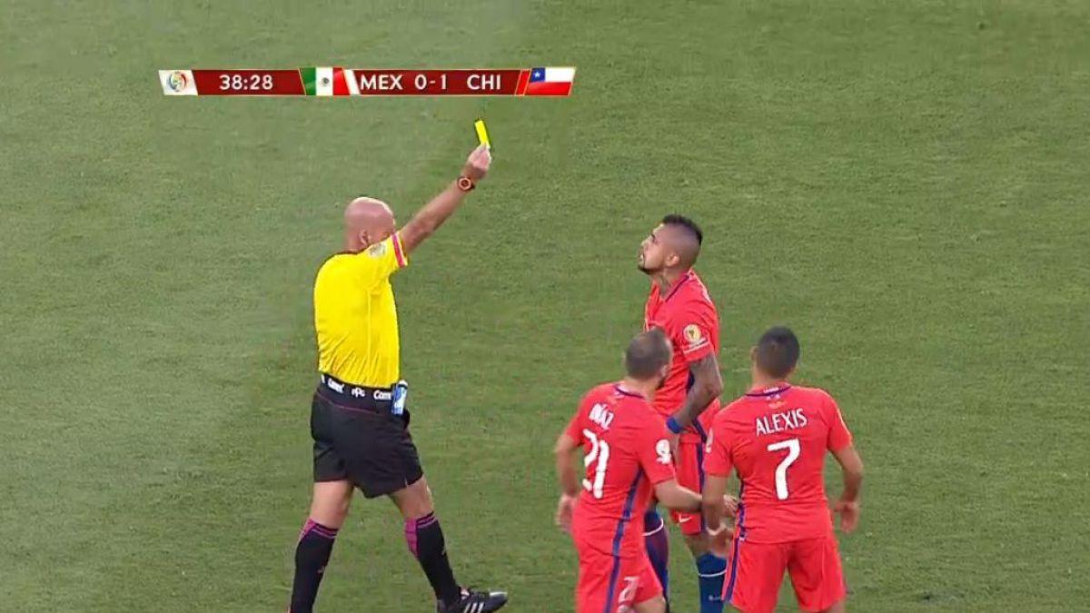 ¿Era amarilla?: Vidal se perderá la semifinal frente a Colombia tras polémica amonestación