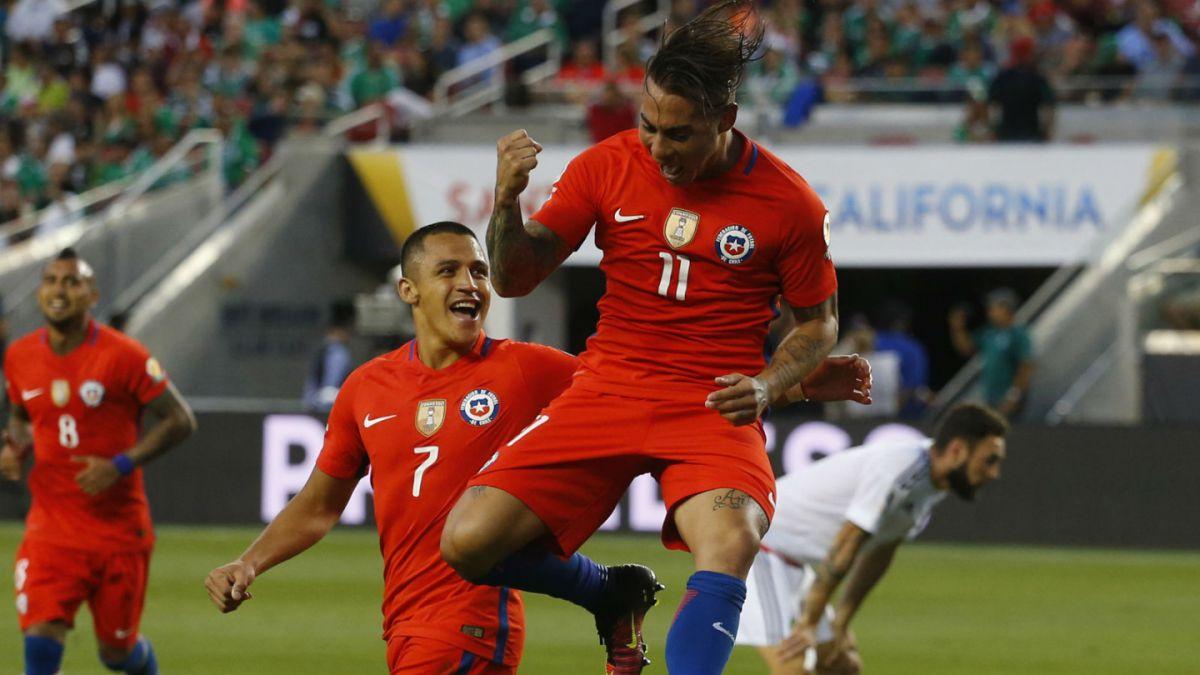 Goles de Vargas y Alexis los siguen encumbrando entre los máximos goleadores históricos de Chile