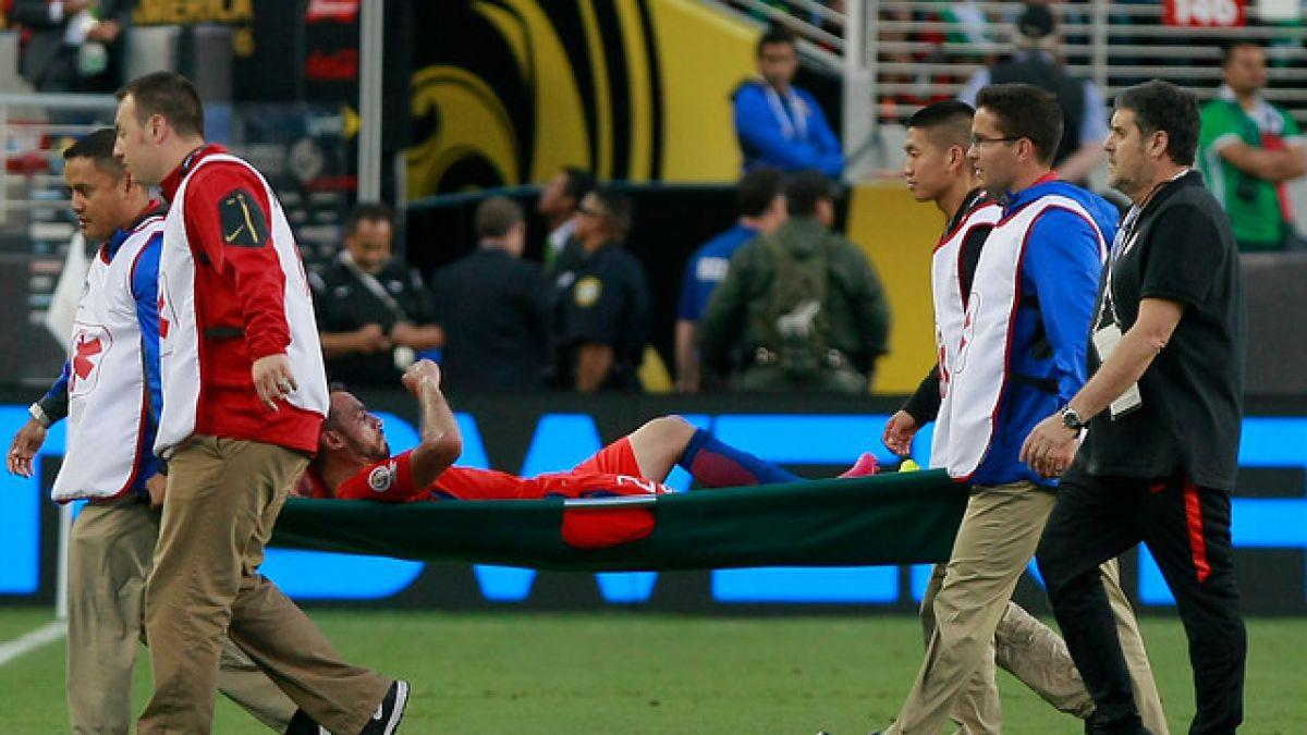 """De cara a Colombia: Marcelo Díaz sufre lesión y Vidal está suspendido en """"La Roja"""""""