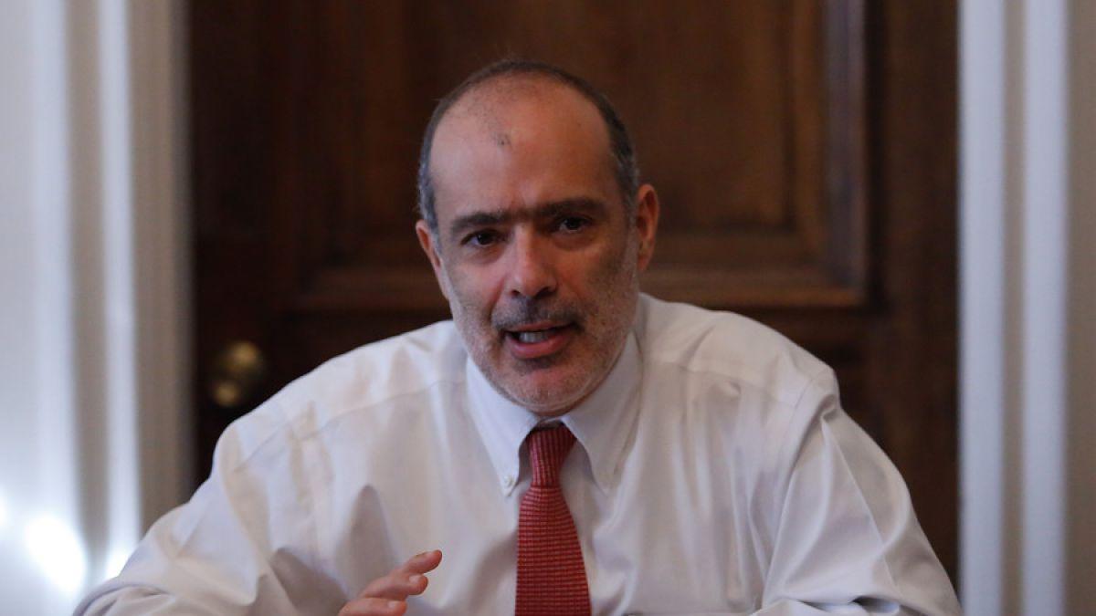 Gobierno propone aumentar el salario mínimo a 260 mil pesos