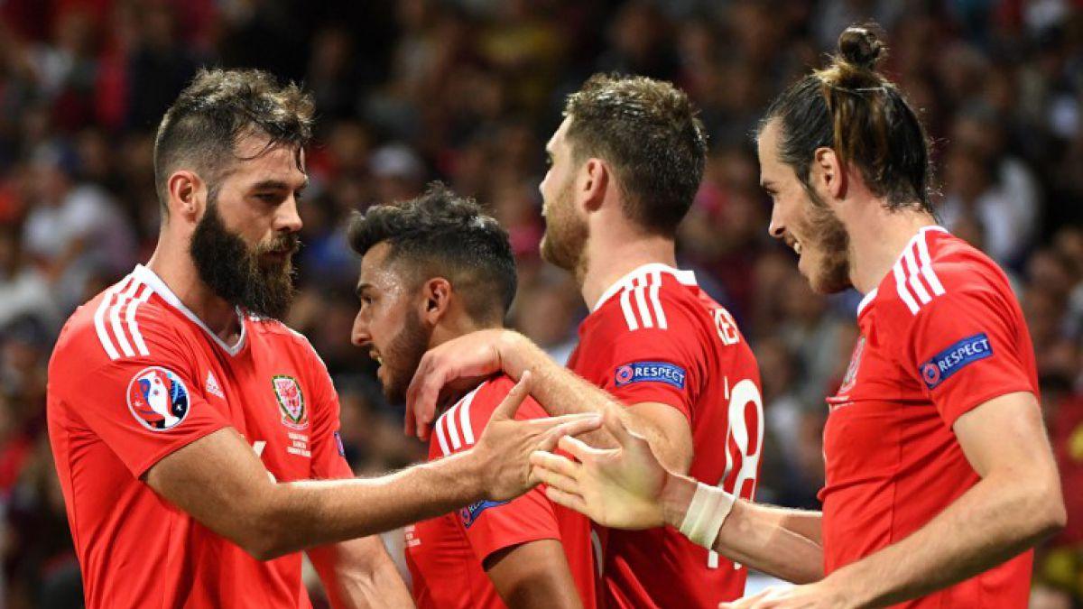 Gales clasifica a octavos de la Euro 2016 goleando a Rusia